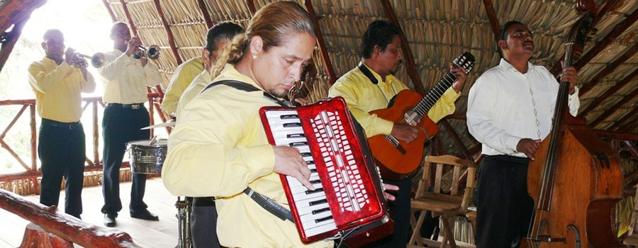 Live & traditional band for your event! At Zopango Island