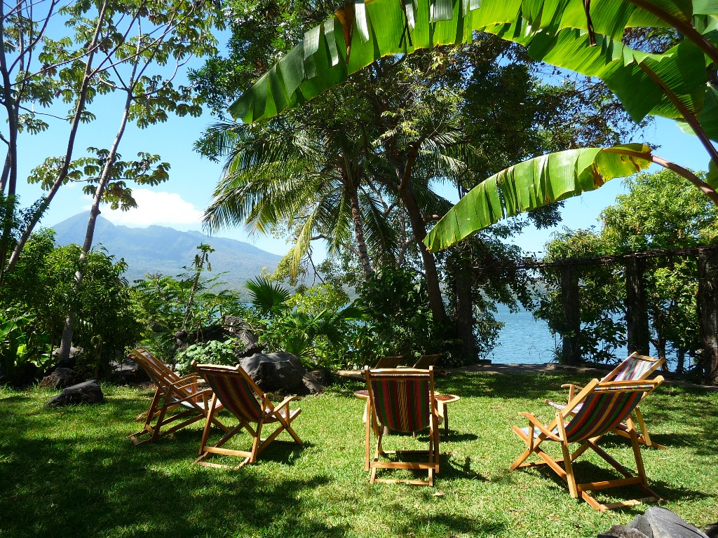 Barefoot in the softness of the grass, gaze at Mombacho Volcano & Lake Cocibolca from your deckchair.